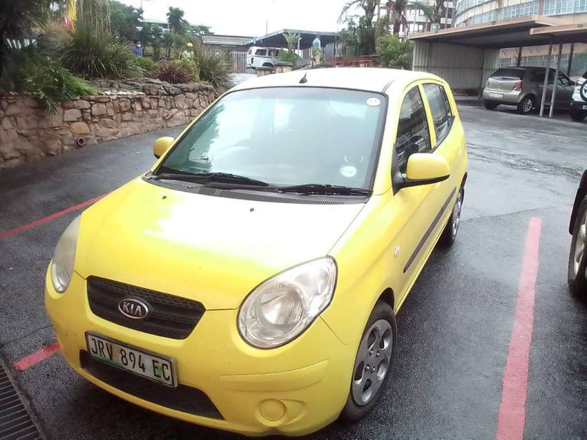 2010 kia Picanto, very lite on fuel,  looks small but very specious 0