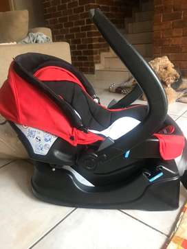 Chicco car seat with Isofix base and mirror