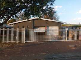 Spacious house to let Uitsig