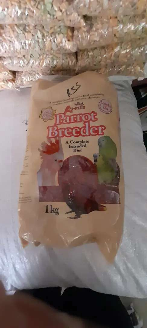 Breeding and maintaince pellets for birds 0