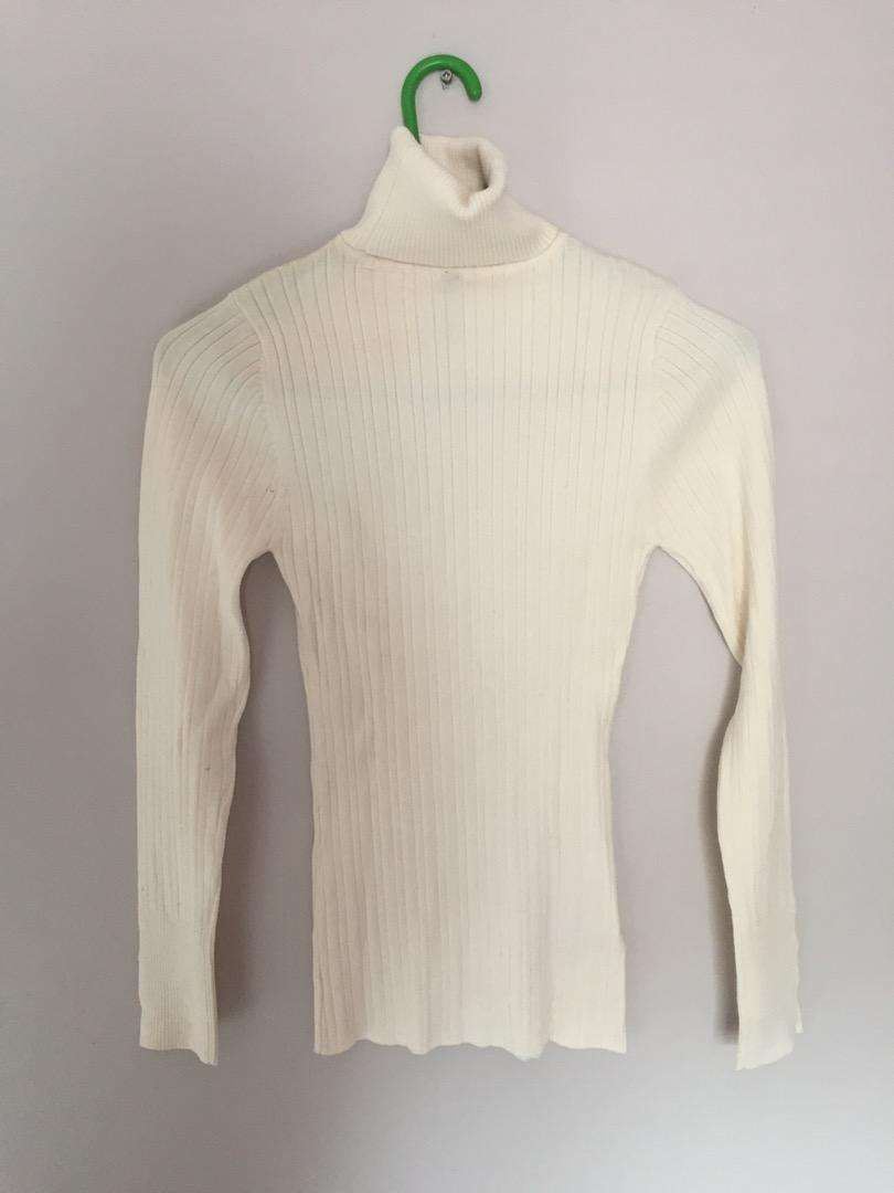 New cream Woolworths poloneck. Size:S
