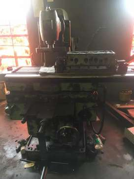 Tos universal milling machine for skimming cylinder head for sale