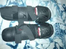 Ofroad clothing ,gloves ,2 pants ,body pads  and.knee pads