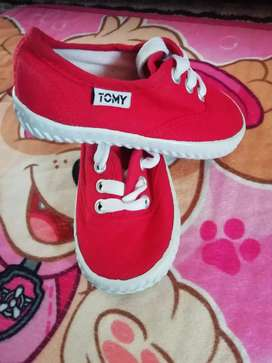 Kids tommy takkies 2 prs for that price