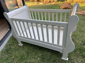 Whitewashed sleigh cot