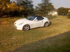 Nissan 370z convertible. 99 800km Automatica steering pedal shift, GPS