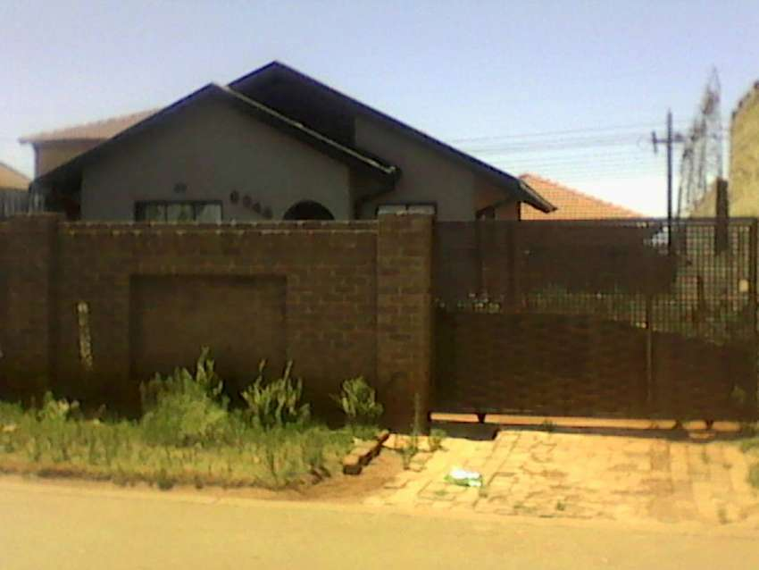 2 Bedrooms house for sale at Protea glen ext 3 0