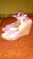 Sandaly rozowe na koturnie
