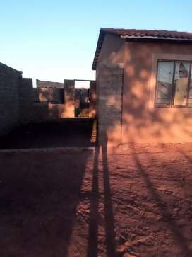 2 bedroom house on a very big stand