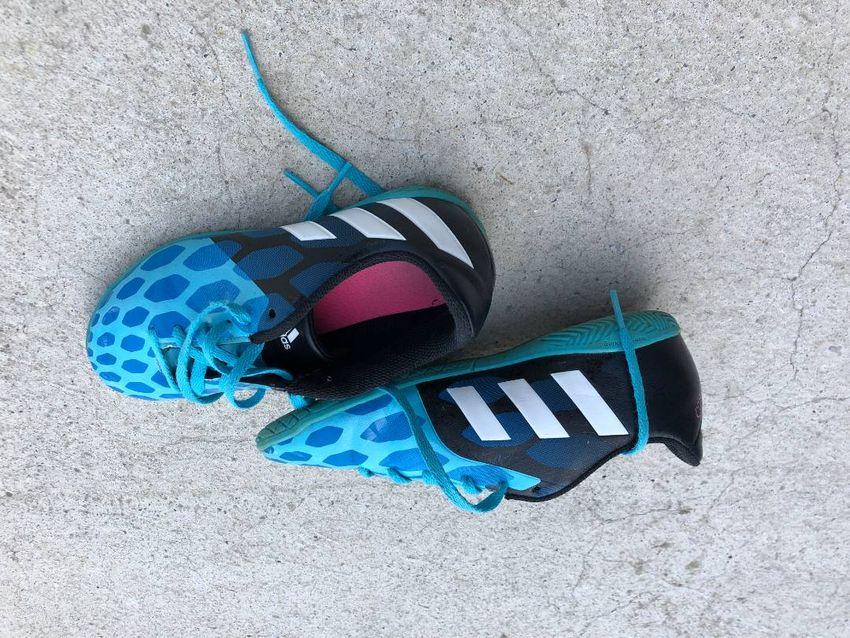 Otroške dvoranske superge Adidas 34 0