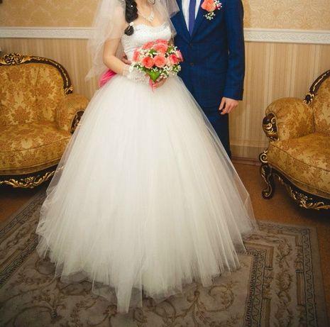 Шикарное свадебное платье с бантом и стразами Запорожье - изображение 4
