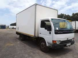 2010 Nissan UD40L with volume body