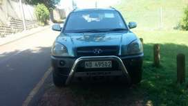 Aircon ,airbags ,radio cd Bluetooth auxilury ,leather seats