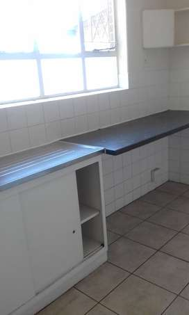 1 bedroom flat  immediately available to rent