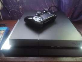 Play station 4 - 1 control and 2 games