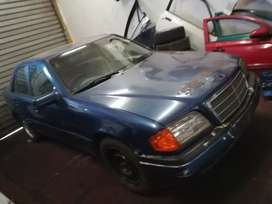 Am Stripping w202 Mercedes benz 220 manual for spares
