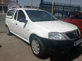 2013 Nissan Np200 1.6 with a canopy
