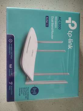 TP Link Ac1200 dual band router for sale