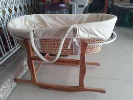 BARGAIN!!!PRICED TO GO!BABY 2 IN 1 BASKET/ROCKER.NB:FIRST COME BASIS
