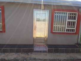 2 bedroom house in Braamfisher Ext 2