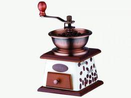 Кофемолка ручная с ящиком 2000руб.