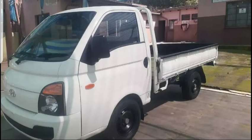 Long and short distance bakkie for hire