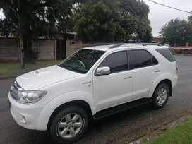Automatic 4x4  Toyota fortuner 3.0D-4D 2011 model