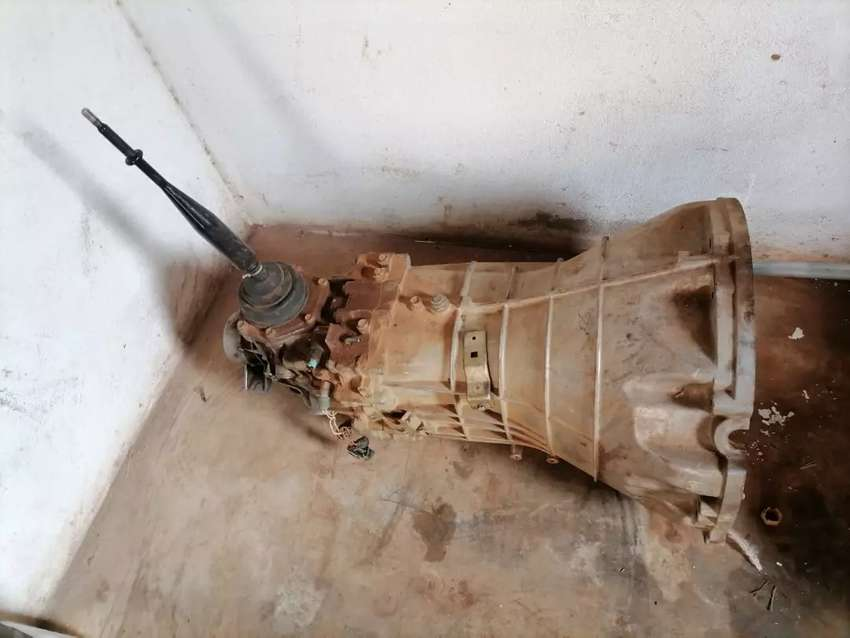 5 speed gearbox for navara v6 4,0 with new valio clutch kit