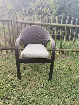 URGENT SALE: 8x outdoor dining chairs