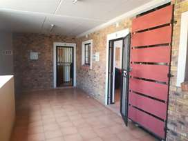 BACHOLOR UNIT FOR RENT AVAILABLE IMMEDIATELY