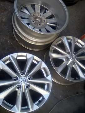 A set of Nissan mag wheels for sale size 17 inch