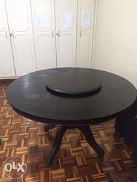 Dinning Table with center rotating board. 0