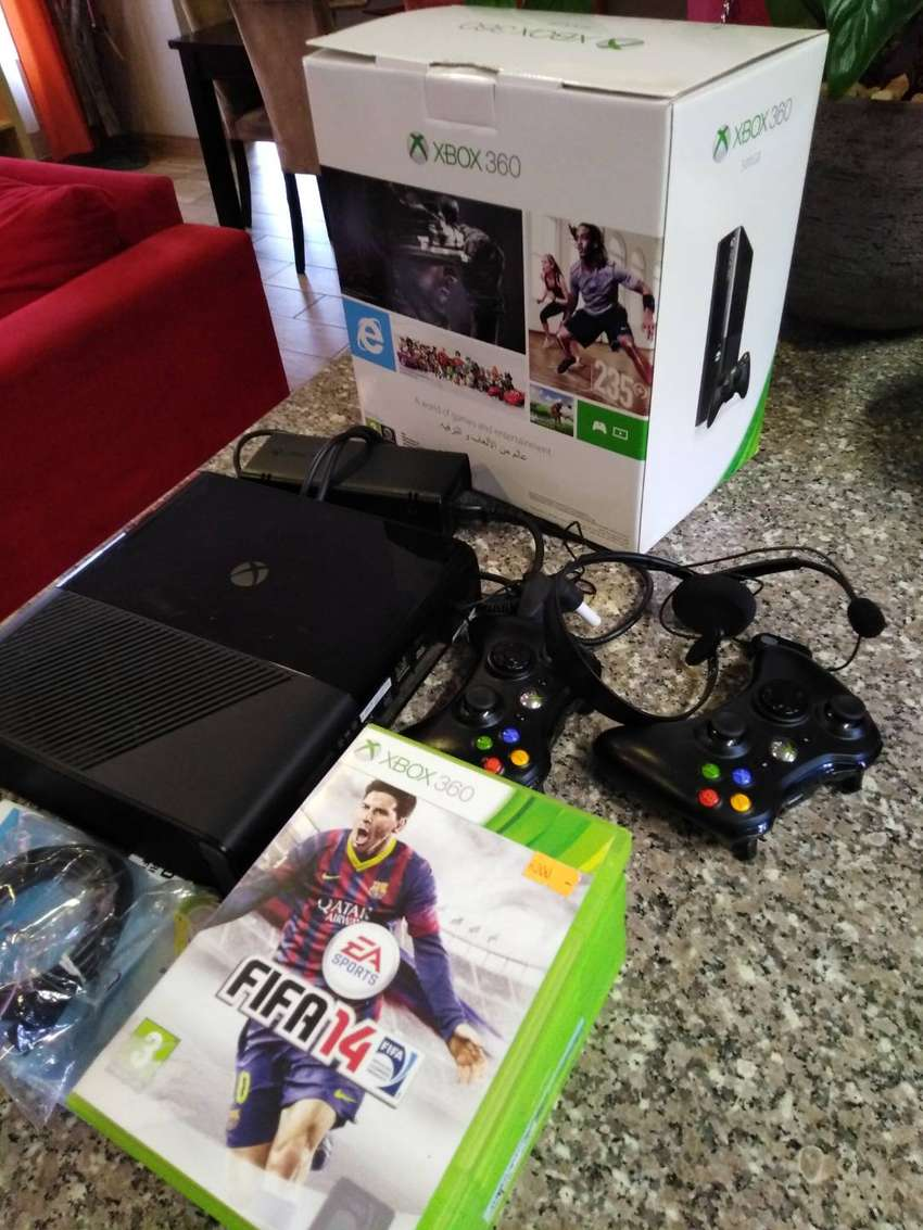 Xbox 360 for sale with 2 controllers and 8 games for R4000 0