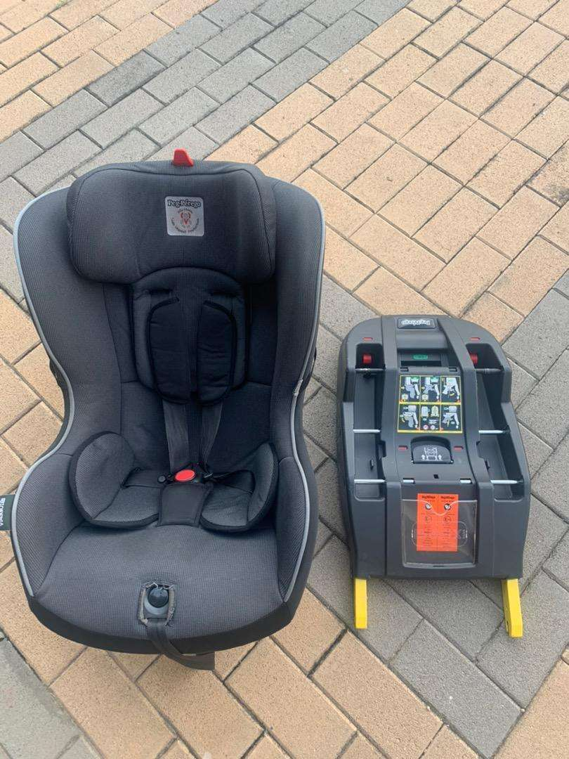 Peg Perego Seat AND Isofix Base 0
