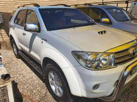 Toyota fortuna 2009 auto face lift