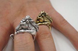 Pierścionek z koniem kolor złoty srebrny rozm uniwersalny koń konie