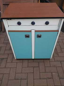 3 plate gas hob with cupboard