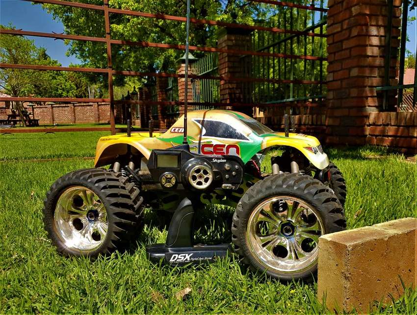 RC Monster Truck - CEN 0
