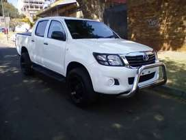 2013 TOYOTA HILUX 4X4, DOUBLE CAB, SERVICE BOOK, SPARE KEY, MANUAL
