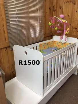 Baby cot / toddler bed combo