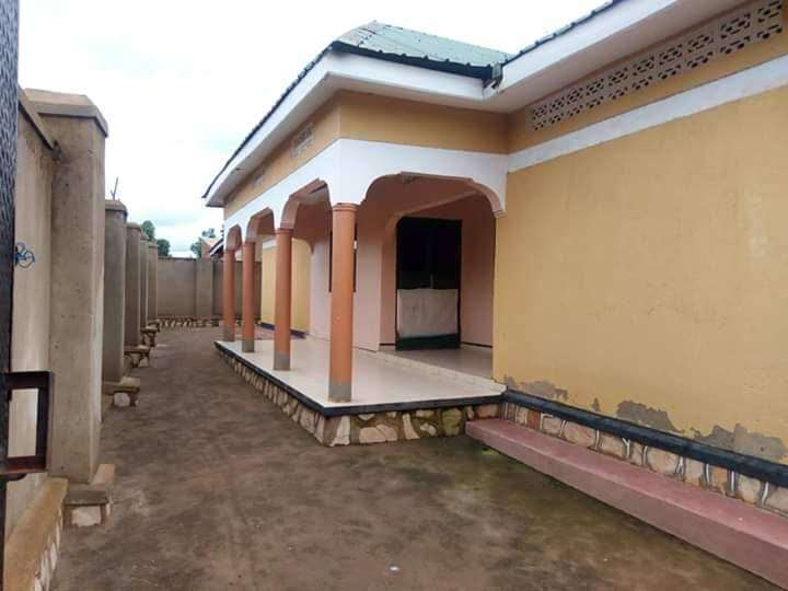 4 bedroomed house on sale in Seeta at 130m 0