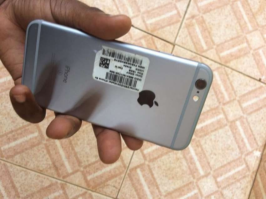 Iphone 6s with 64gb at 800,000ugx 0