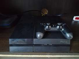 PS4 excellent condition, with 4 games, original controller
