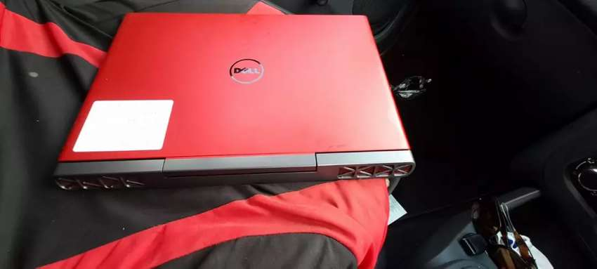 Dell r5 Gaming laptop 0