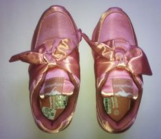 Продам новые кроссовки для девочки