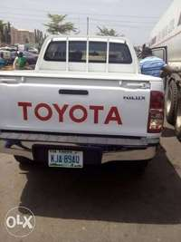 Toyota hilux 2011 automatic very sharp and clean 0