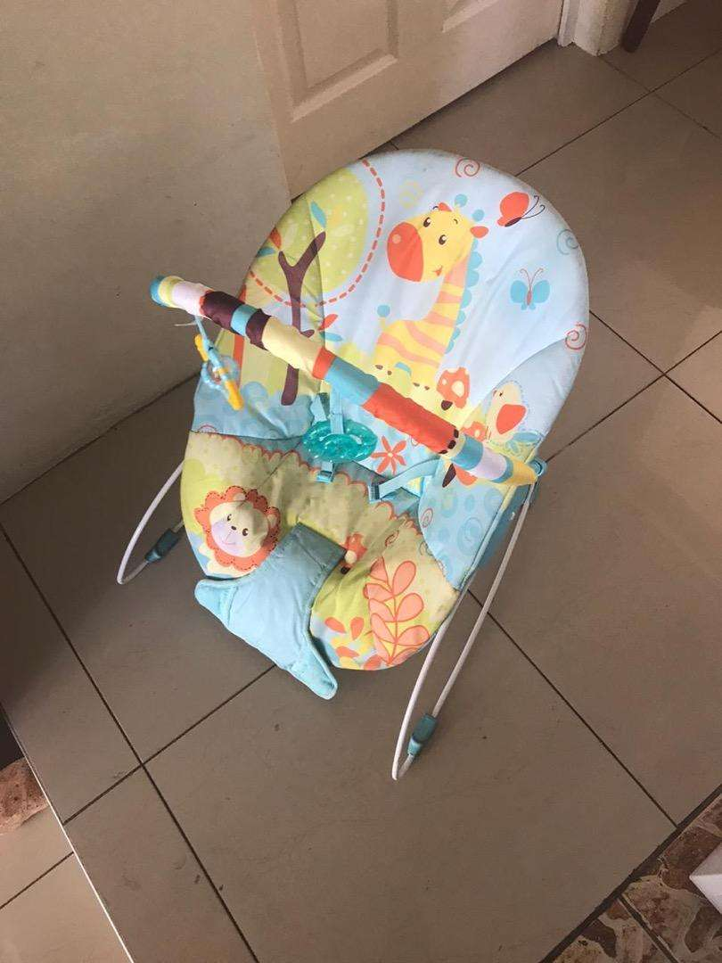 Baby rocking chair plays music 0