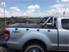 Ford Ranger tonneau cover with roll bar