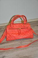 Женская сумочка, средних размеров