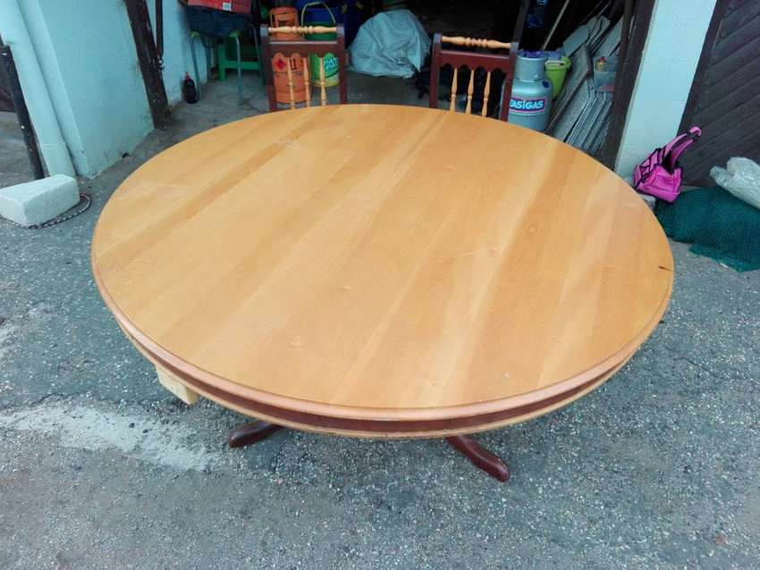 Round Yellowood table and 6 chairs 0